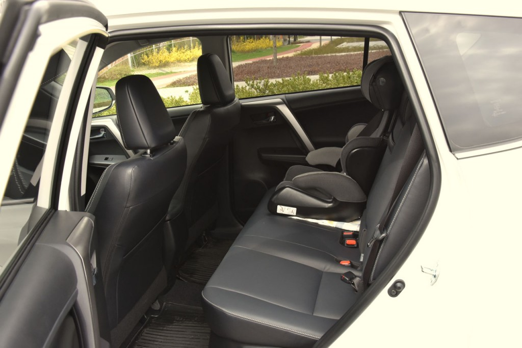 RAV4_rearseat